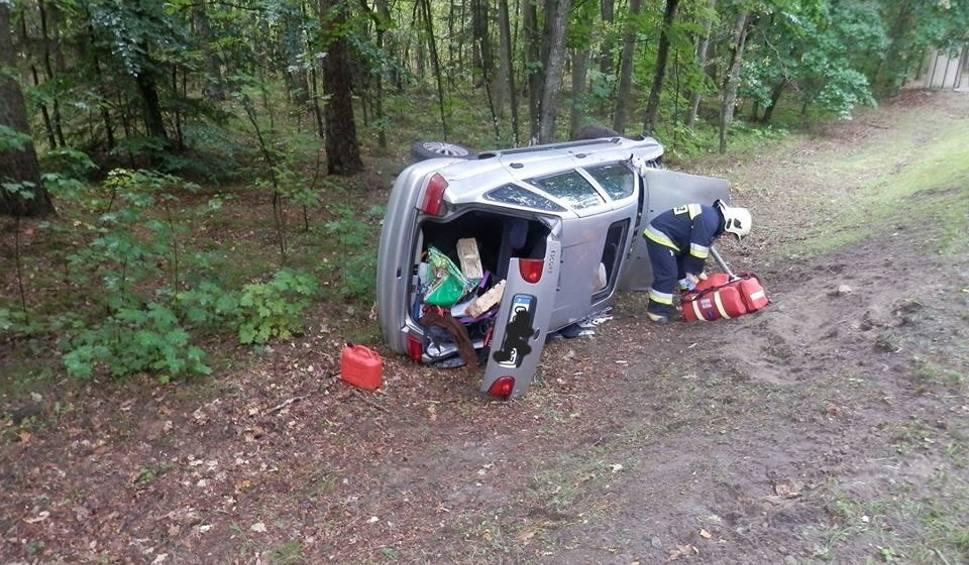 Film do artykułu: Wypadek na DK21. Pijany kierowca forda dachował [zdjęcia]