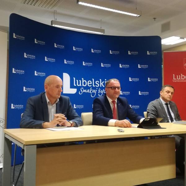 W środę w Urzędzie Marszałkowskim podpisano dziesięć porozumień scaleniowych dla ośmiu powiatów