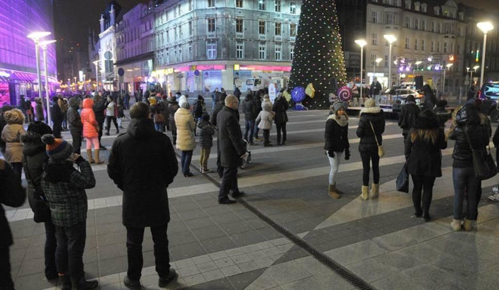 Film do artykułu: Protest na placu Szewczyka w Katowicach. Mieszkańcy nie chcą Kaczyńskich
