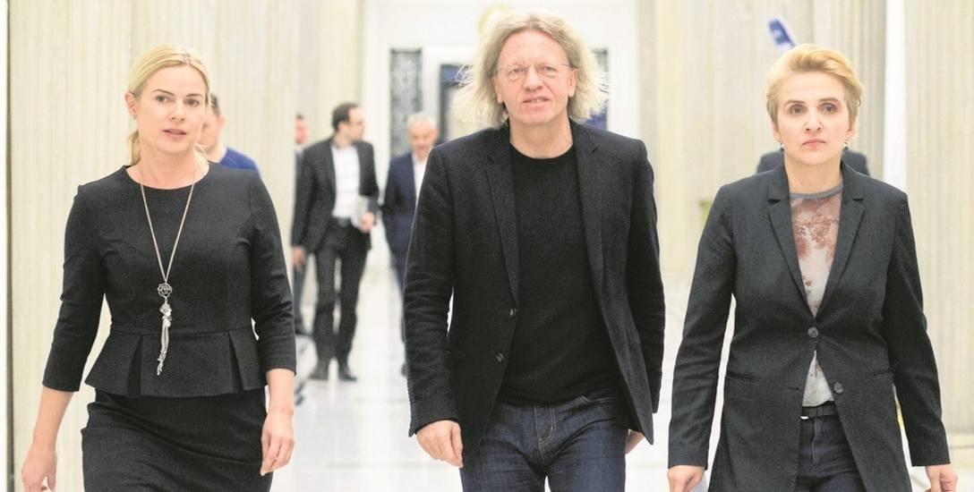 Troje posłów Nowoczesnej: Joanna Schmidt (od lewej),  Krzysztof Mieszkowski i Joanna Scheuring-Wielgus po głosowaniu ma żal do kolegów partyjnych  i