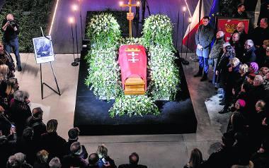 Główne uroczystości pogrzebowe zaplanowano na sobotę na godzinę 12
