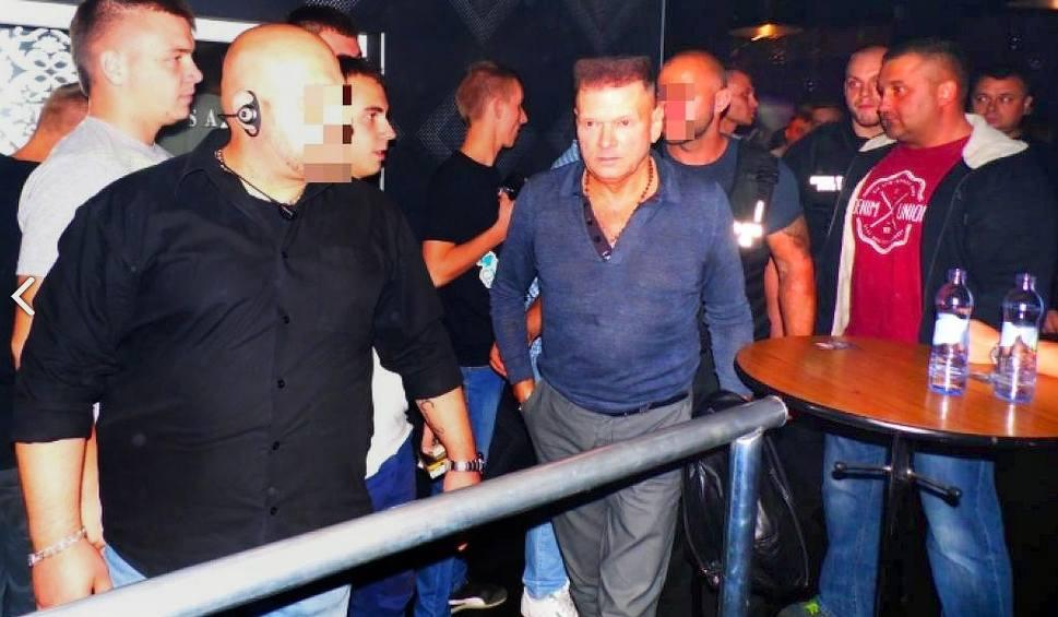 Film do artykułu: Krzysztof Rutkowski wkroczył do dyskoteki Ferre w Kamieniu Śląskim, bo właściciela nękali bandyci
