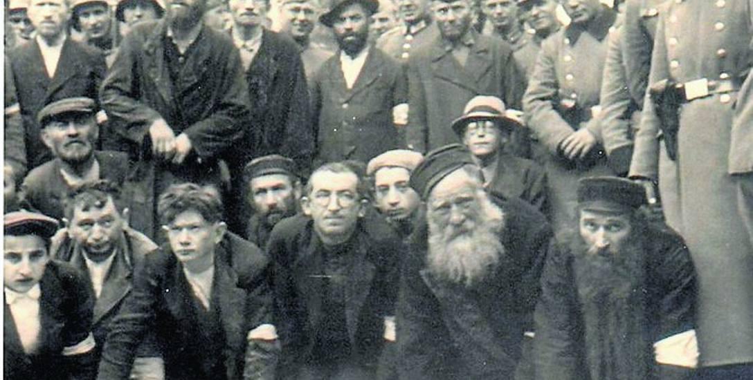 Olkuscy Żydzi poniżani przez Niemców
