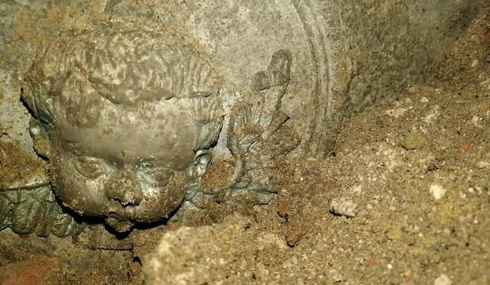 Film do artykułu: Kolejne znaleziska w kościele parafialnym w Kożuchowie. Co udało się odkryć? Co jeszcze kryje świątynia?