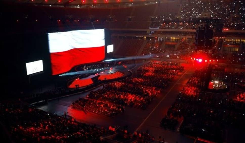 Film do artykułu: Koncert dla Niepodległej. 40 tys. ludzi wspólnie odśpiewało hymn