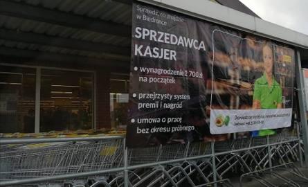 Na blogu Jestem kasjerem Beata prostuje informacje, jakoby w sklepach zarabiało się kokosy