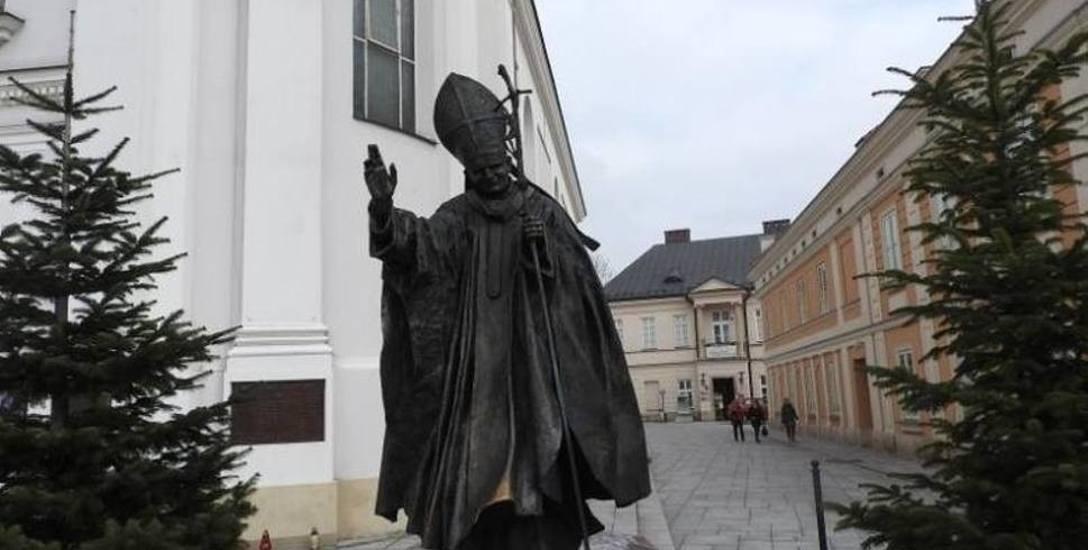 Pomnik Jana Pawła II na wadowickim rynku