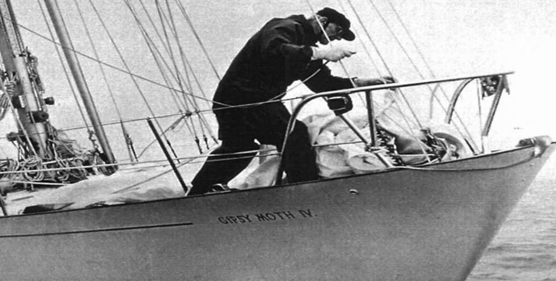 W 1966 roku Henri Lloyd przygotował dla Francisa Chichestera ubranie przeciwdeszczowe, w którym jako pierwszy człowiek na świecie samotnie opłynął kulę