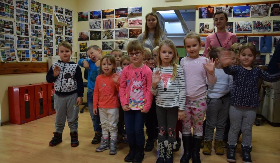 Film do artykułu: Dzieci z przedszkola sióstr Elżbietanek z Otynia z pierwszą, wspólną wizytą w redakcji Gazety Lubuskiej w Zielonej Górze