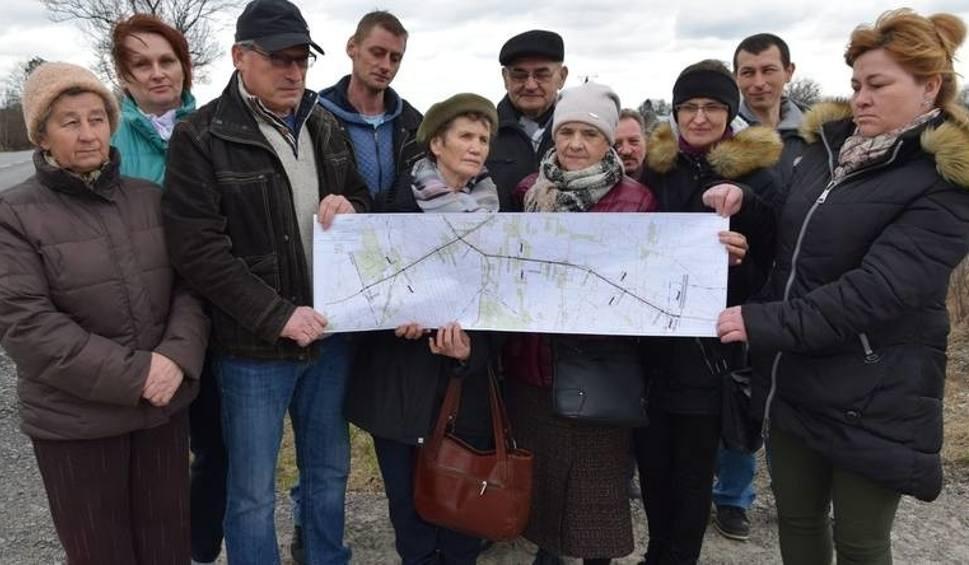 Film do artykułu: Mieszkańcy czekają na korekty projektów drogi 79 pod Lipskiem