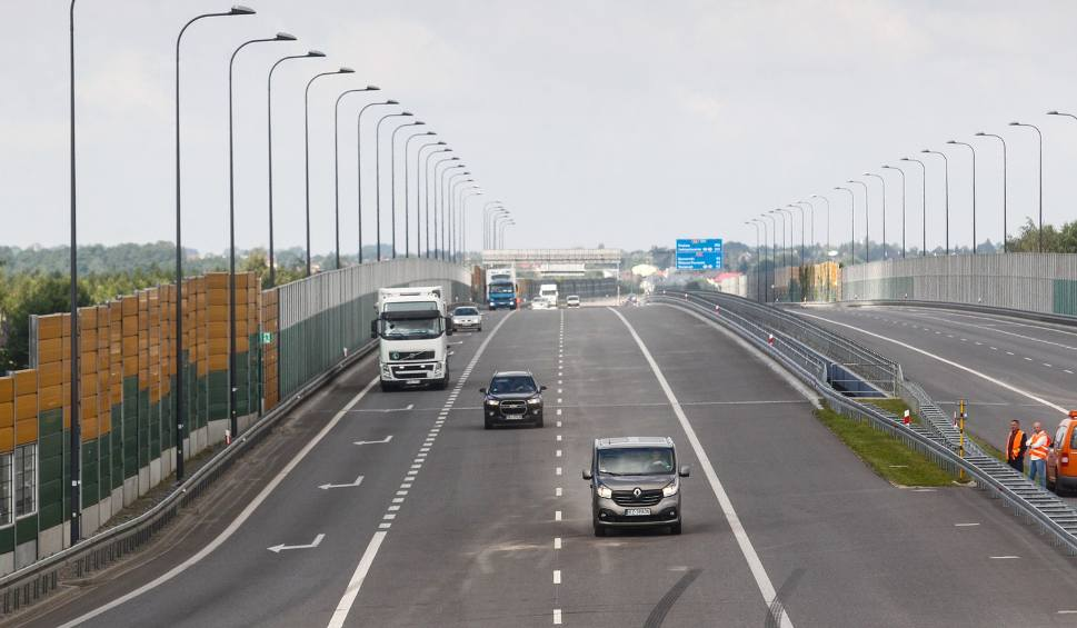 Film do artykułu: Otwarto odcinek autostrady Rzeszów - Jarosław. Autostrada A4 przejezdna w całości [ZDJĘCIA]