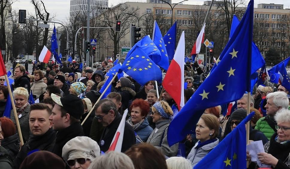 """Film do artykułu: """"Marsz dla Europy"""" przeszedł ulicami Warszawy [ZDJĘCIA]"""