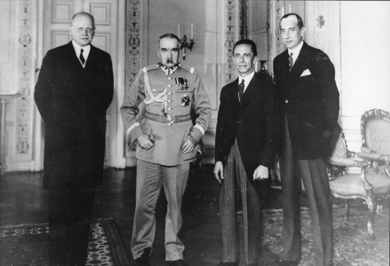 Niemiecki ambasador, Hans Adolf von Moltke, Józef Piłsudski, niemiecki minister propagandy Joseph Goebbels i Józef Beck na spotkaniu w Warszawie pięć