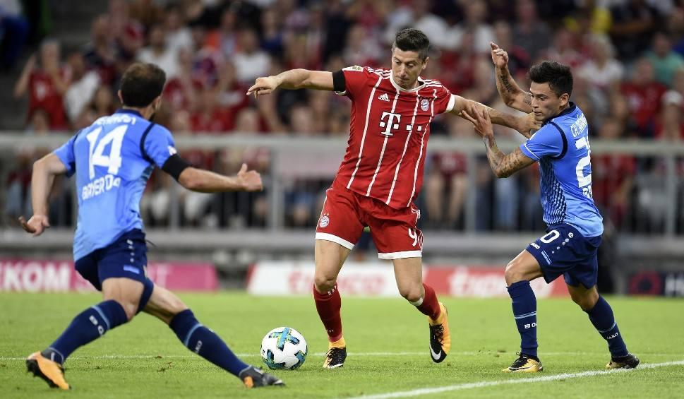 Film do artykułu: Liga niemiecka. Lewandowski strzelił, Bayern wygrał. Ulewa opóźniła drugą połowę