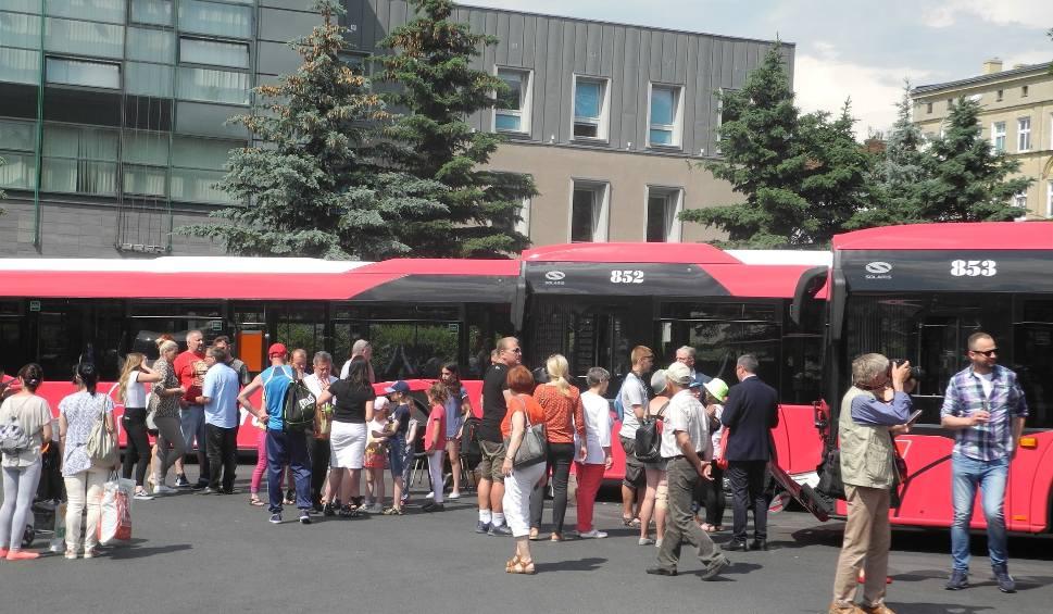Film do artykułu: Stargard. Nowe autobusy już na trasach. Wyjechały z placu Wolności