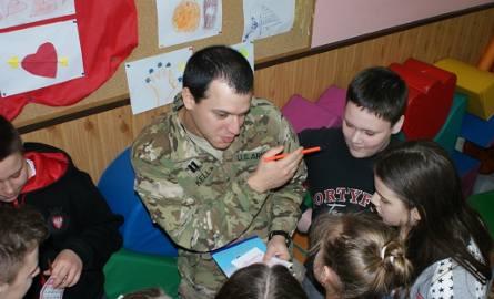 Żołnierze USA odwiedzili jedną z żagańskich szkół.