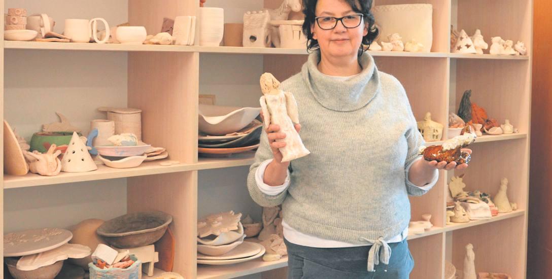 Katarzyna Śliwińska podkreśla, że praca w glinie uczy nas dokładności i cierpliwości