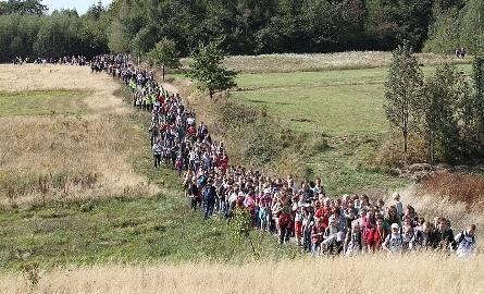 5190 turystów-pielgrzymów dotarło w sobotę na Święty Krzyż.