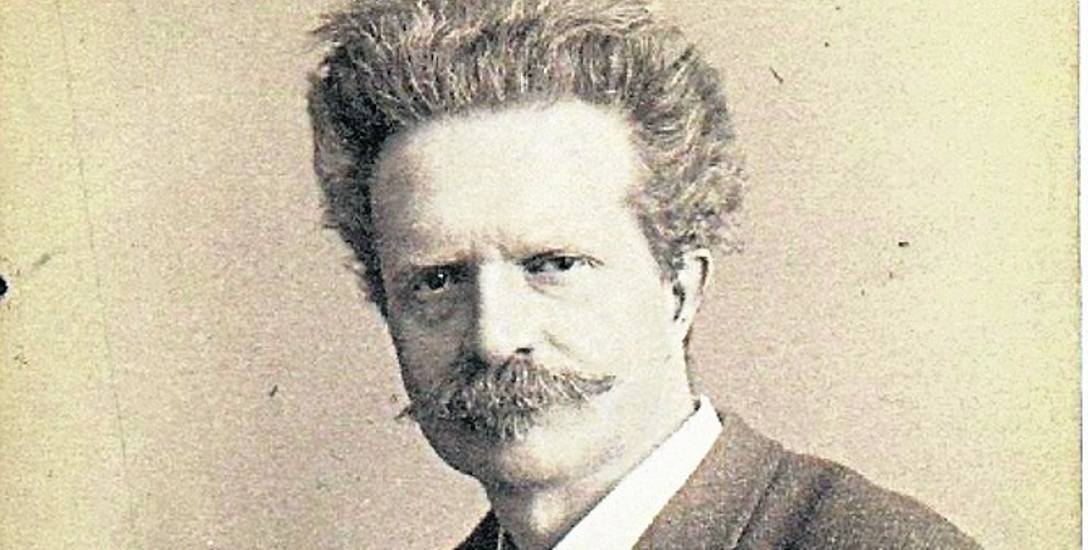 Walery Rzewuski na zdjęciu ze swojego atelier
