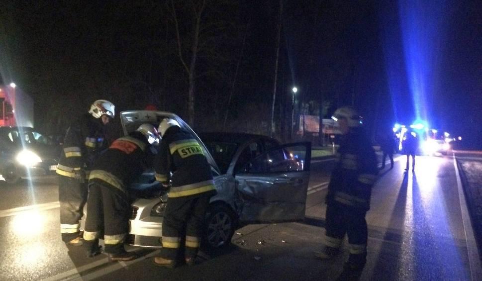 Film do artykułu: Czarna Białostocka: Wypadek na DK 19. Zderzyły się dwa samochody, dwie osoby ranne [WIDEO, ZDJĘCIA]