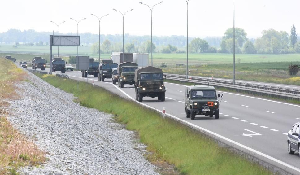 Film do artykułu: Ćwiczenia wojskowe DEFENDER-Europe 20. Utrudnienia w Lubuskiem. Nowe oznakowania na drogach, ograniczenia prędkości, ważne informacje
