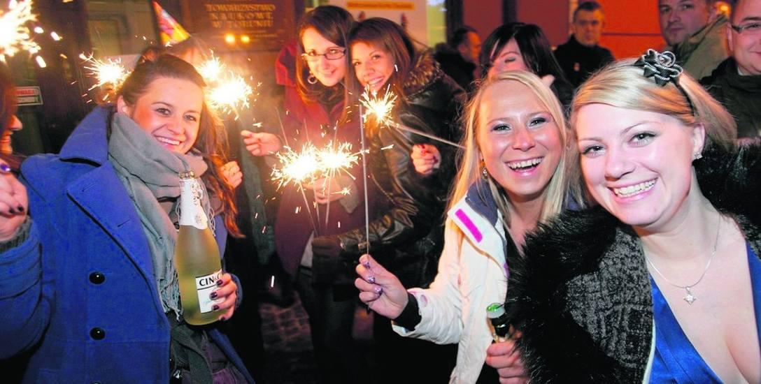 Za darmo można tradycyjnie w Toruniu przywitać Nowy Rok na starówce. 31 grudnia miasto zaprasza w muzyczną podroż do lat 60. i 70. Impreza na Rynku Staromiejskim