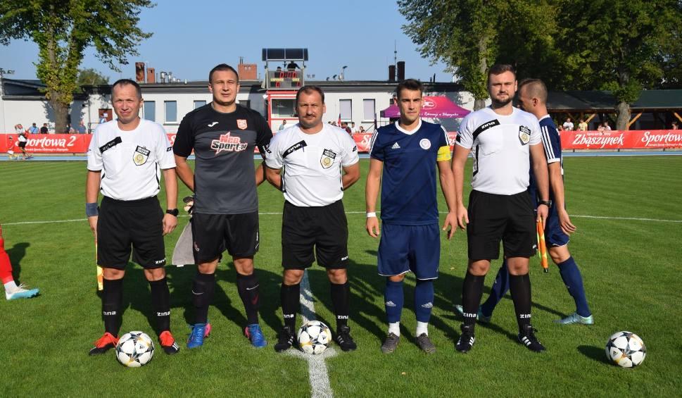 Film do artykułu: Lubuska IV liga piłki nożnej. Derby powiatu świebodzińskiego z efektownym zwycięstwem gospodarzy - ZAP Syreny Zbąszynek