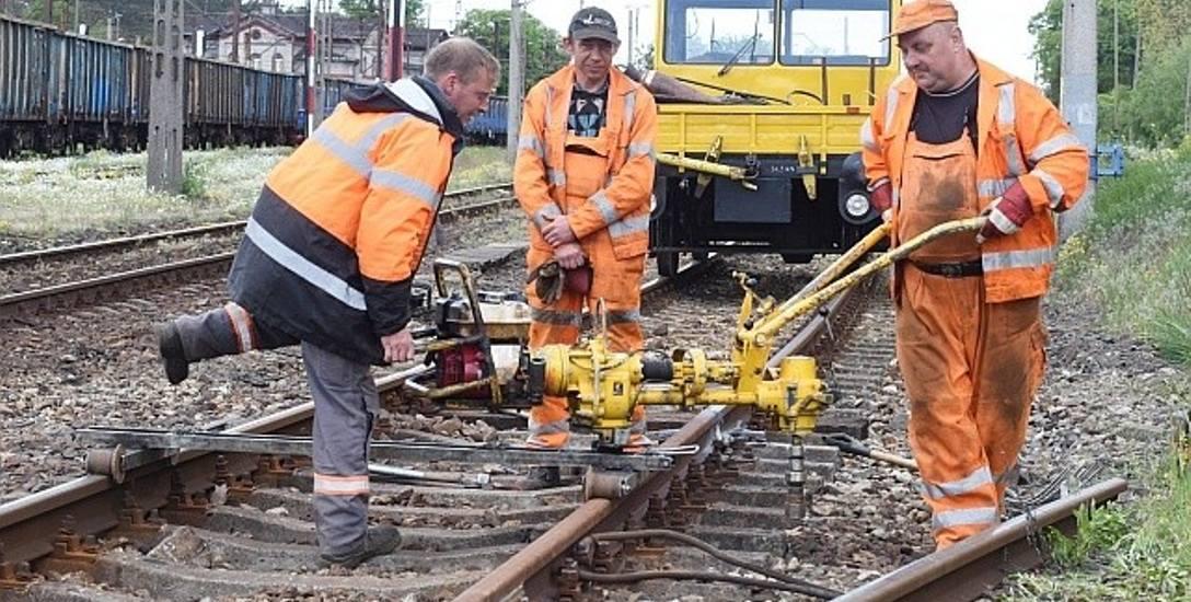 Wczoraj w okolicach dworca PKP w Czerwieńsku prowadzone były bieżące prace remontowe. Niebawem na odcinku Czerwieńsk - Zbąszynek rozpocznie się modernizacja.