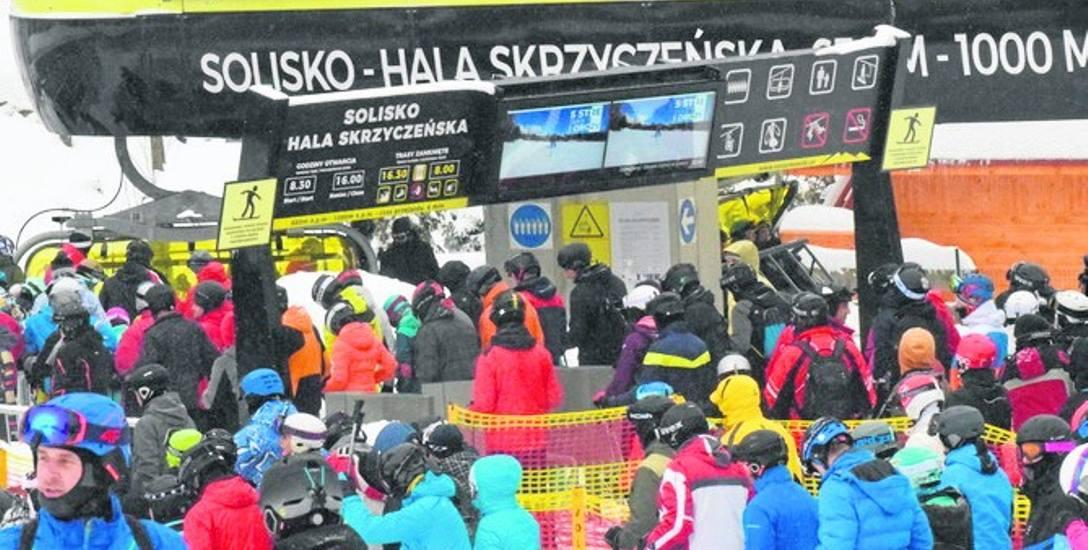 Szczyrk kusi narciarzy najdłuższymi trasami i infrastrukturą. Za pobyt w mieście trzeba jednak słono zapłacić
