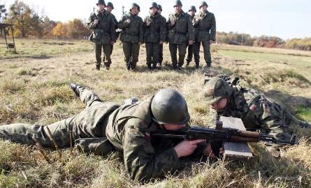 Wojskowa Komenda Uzupełnień w Bielsku Podlaskim prowadzi nowy nabór do służby przygotowawczej. by poznać szczegóły wróć do artykułu. By zobaczyć zarobki