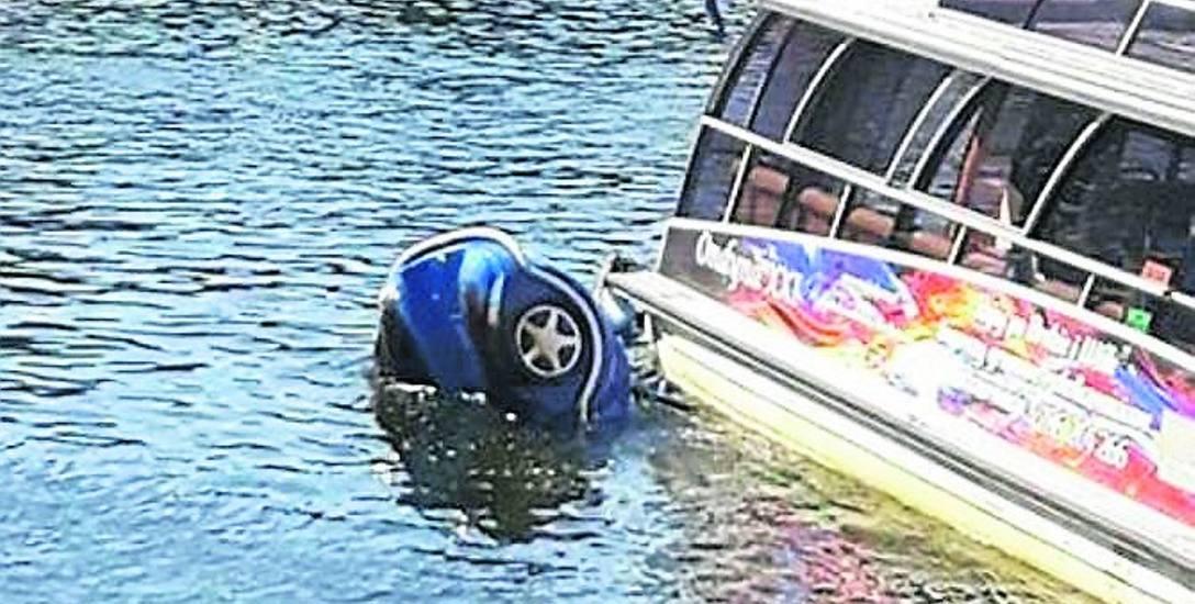 To wynik bezgranicznej głupoty rodziców, którzy pijani zabrali na motorowy rower wodny trójkę swoich małych dzieci. Na szczęście nikt nie zginął.