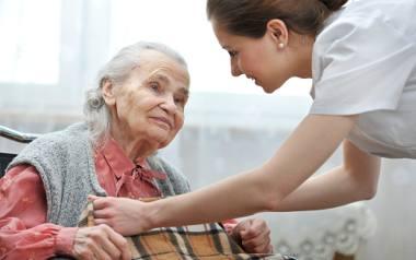 Polskie społeczeństwo się starzeje. Opieki potrzebować będzie coraz więcej osób
