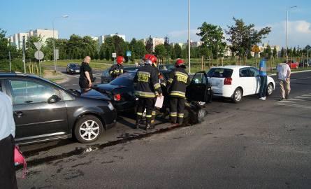 Wypadek na ul. 11-Listopada w Słupsku. Kierowca w szpitalu