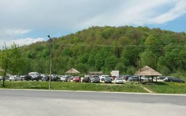Parkingi w Bieszczadach do najtańszych nie należą. Nie wszystkim turystom się to podoba
