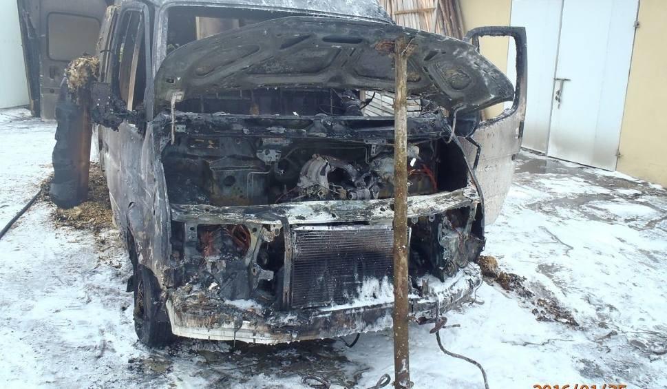 Film do artykułu: Samochód płonął w garażu w powiecie sandomierskim
