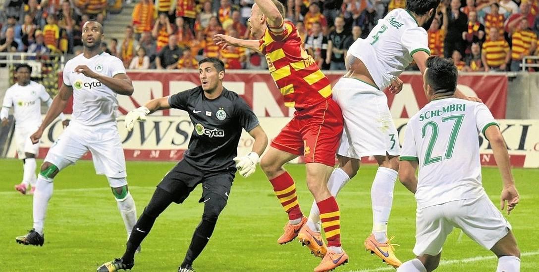 Rafał Grzyb (na żółto-czerwono) ostatnio miał okazję grać w europejskich pucharach dwa lata temu, przeciwko Omonii Nikozja z Cypru. Teraz rywalem Jagiellonii