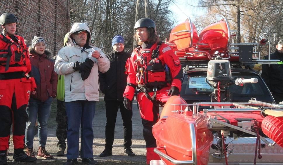 Film do artykułu: Jak ratować na lodzie i wodach roztopowych. Wspólne szkolenie służb ratowniczych w Kielcach [WIDEO, zdjęcia]