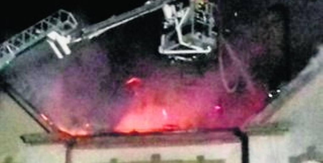 Pijany miał podpalić pałac w Domisławiu. Odpowie przed sądem