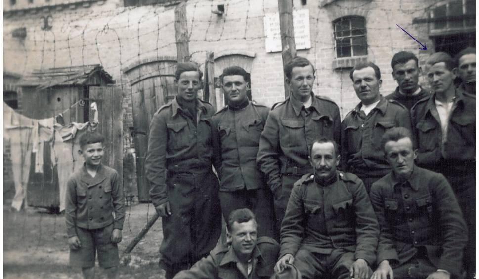 Film do artykułu: Pasjonat historii zrobił film o Stalagu IIIC w Drzewicach. Po jego publikacji zgłosili się krewni jednego z jeńców. To niesamowita opowieść!
