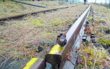 Polskie Linie Kolejowe jednak nie zlikwidują przejazdu kolejowego pod Barcinem. Z tych torów korzysta Słupska Powiatowa Kolej Drezynowa.