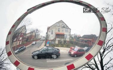 Kierowcy twierdzą, że ulica Lotha powinna ponownie mieć charakter drogi z pierwszeństwem przejazdu. Inni właściciele aut chcą, by poprawić tam oznakowanie