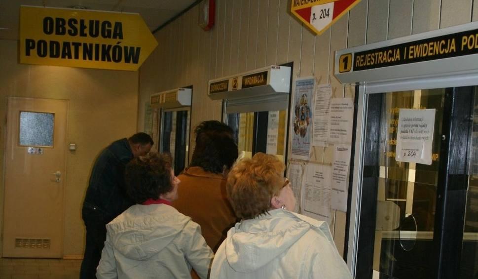Film do artykułu: Policjanci przeszukali budynek Urzedu Skarbowego w Skarżysku