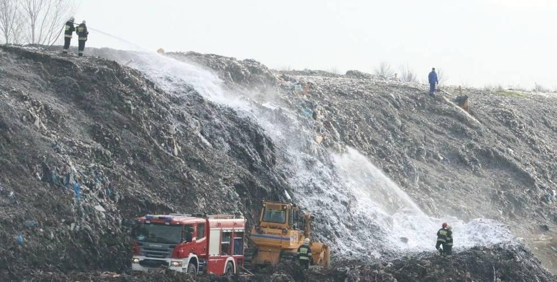 Wysypisko odpadów jest uciążliwe nie tylko z powodu zapachów, ale także przez częste pożary.