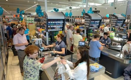 Nowy sklep Lidla przy ul. Niesiołowskiego w Toruniu dopiero jest budowany, ale już szuka pracowników. Zresztą, rąk do pracy potrzebują praktycznie wszystkie