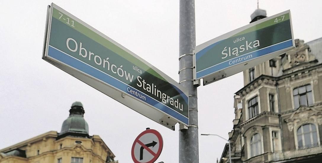 Zmiany w nazwach ulic wymogła ustawa o zakazie propagowania komunizmu lub innego ustroju totalitarnego. Radni ze Szczecina zmienili nazwy 12 ulic, ale