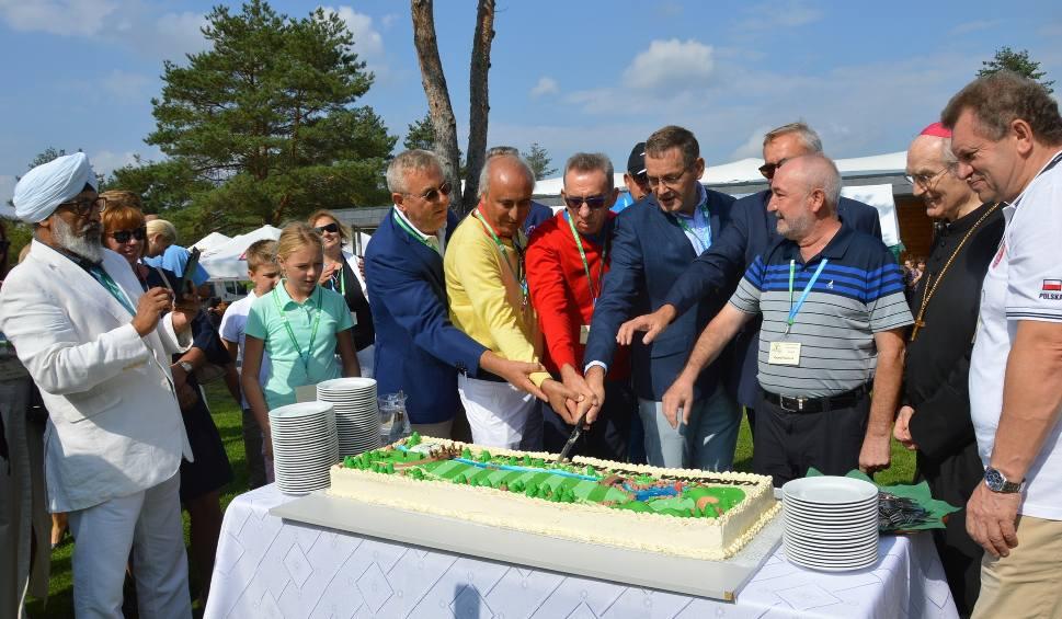 Film do artykułu: W Kamieniu Śląskim otwarto pierwsze na Opolszczyźnie profesjonalne pole golfowe. Spółka zagospodarowała tereny w pobliżu toru wyścigowego