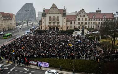 23 marca w Poznaniu odbył się Czarny Piątek, czyli kolejna odsłona Czarnych Protestów. Tysiące kobiet i mężczyzn na placu Adama Mickiewicza protestowało