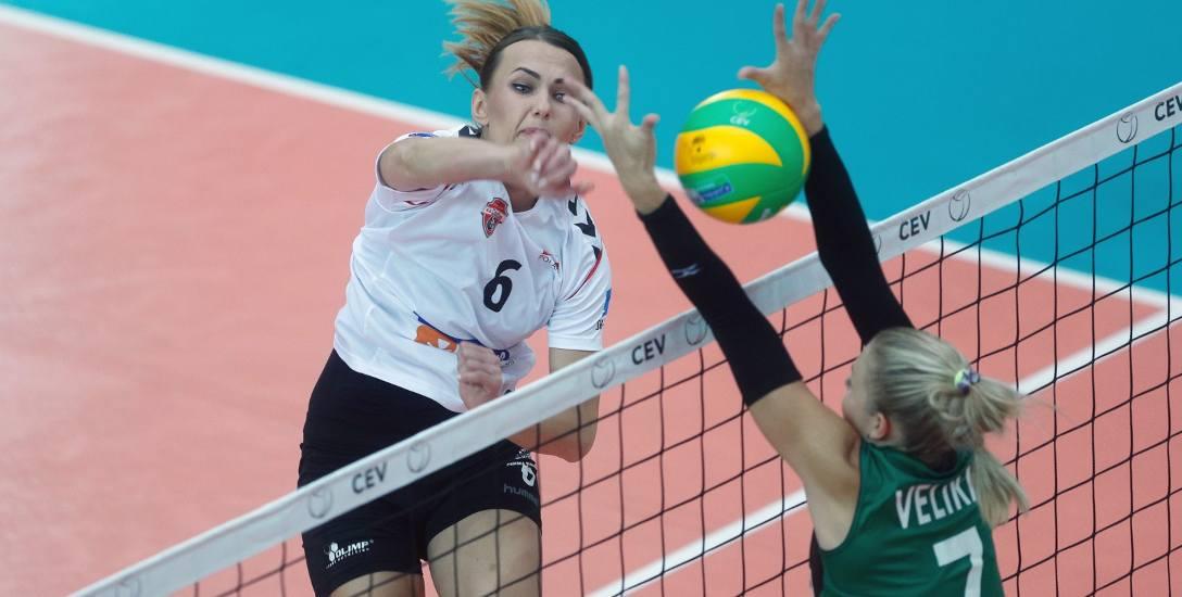 Katarzyna Żabińska w meczu z MKS-em Dąbrowa Górnicza zanotowała pięć punktowych bloków, kolejnych 7 punktów dołożyła z ataku.