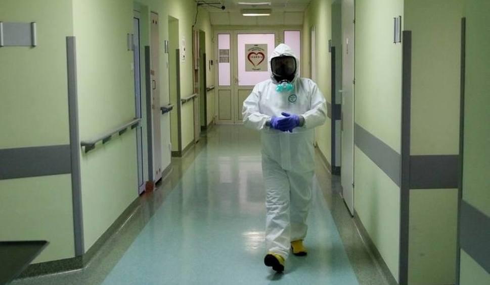 Film do artykułu: Koronawirus w województwie podlaskim. 477 nowych zakażeń, 15 osób zmarło. W Polsce 14 151 nowych zakażeń i 553 ofiary (06.01.2021)