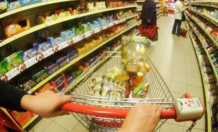 Czy te święta będą dorższe niż rok temu? Porównaliśmy ceny podstawowych produktów, które znajdują się zwykle na świątecznych stołach Polaków. Ile kosztowały